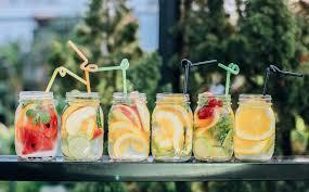 Aromatiser l'eau peut vous laisser un goût amer